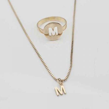 Gouden-ring-en-hanger-met-letter