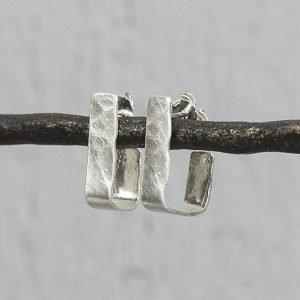 Zilveren-oorringen-vierkant-grillige-vorm-20028