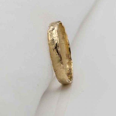 gouden-ring-met-gesmolten-rand