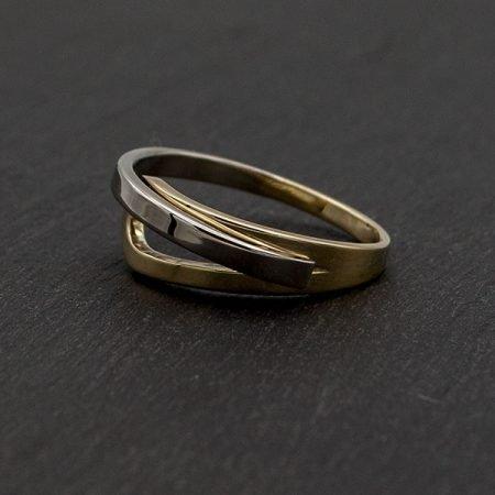 Nieuwe-ring-laten-maken-van-oude-trouwring-geelgoud-en-witgoud